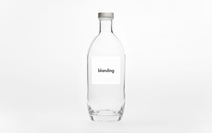 "botella con etiqueta ""blanding"""