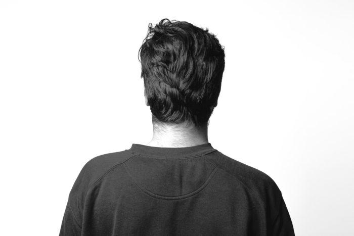 persona de espaldas